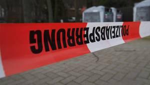 Nachrichten aus Deutschland – Absperrband der Polizei an einem Tatort