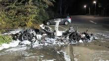 Bei einem Unfall ist die Batterie eine besondere Herausforderung für Retter, Feuerwehrleute und Entsorger (Symbolfoto).