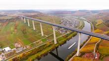 Rheinland-Pfalz: Hochmoselbrücke steht nach acht Jahren Bauzeit kurz vor der Eröffnung