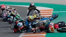 Massensturz überschattet Saisonfinale der Motorrad-WM