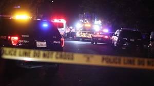 Polizei und Rettungskräfte am Tatort