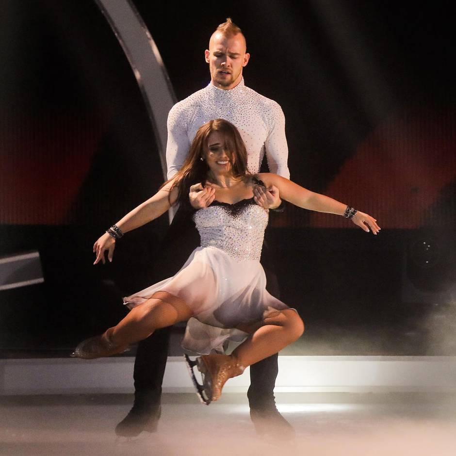 """Sat.1-Show """"Dancing on Ice"""": """"Das ist so unglaublich"""": Eric Stehfest begeistert die Jury als Eiskunstläufer"""