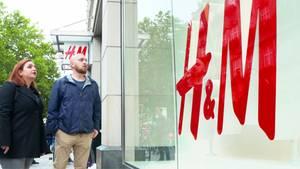 Skandal bei H&M: Werden ältere Mitarbeiterdurch billige Aushilfen ersetzt?