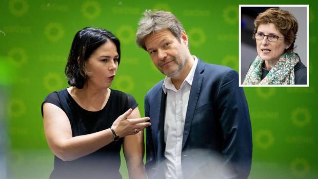 das grüne Führungsduo Baerbock/Habeck wurde wiedergewählt und auch von Britta Haßelmann unterstützt