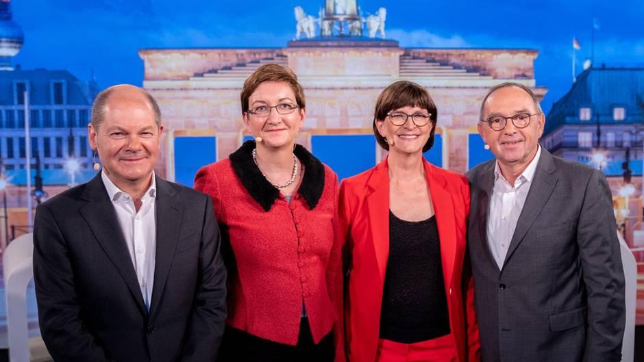 """Olaf Scholz und Klara Geywitz mit Saskia Esken und Norbert Walter-Borjans vor dem TV-Duell auf """"Phoenix"""""""