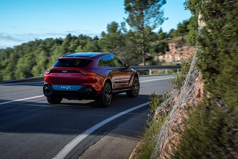 Aston Martin Dbx Auf Allen Vieren Stern De