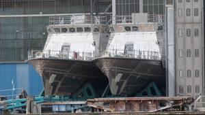 Patrouillenboote für Saudi-Arabien auf dem Gelände der zur Lürssen-Gruppe gehörenden Peene-Werft in Wolgast. Nach einem Exportstopp wurde die Auslieferung ausgesetzt. Einige Boote waren jedoch bereits ausgeliefert worden. Nun stellt sich die Frage: Fällt auch Hilfe zum Betrieb unter den Exportstopp?
