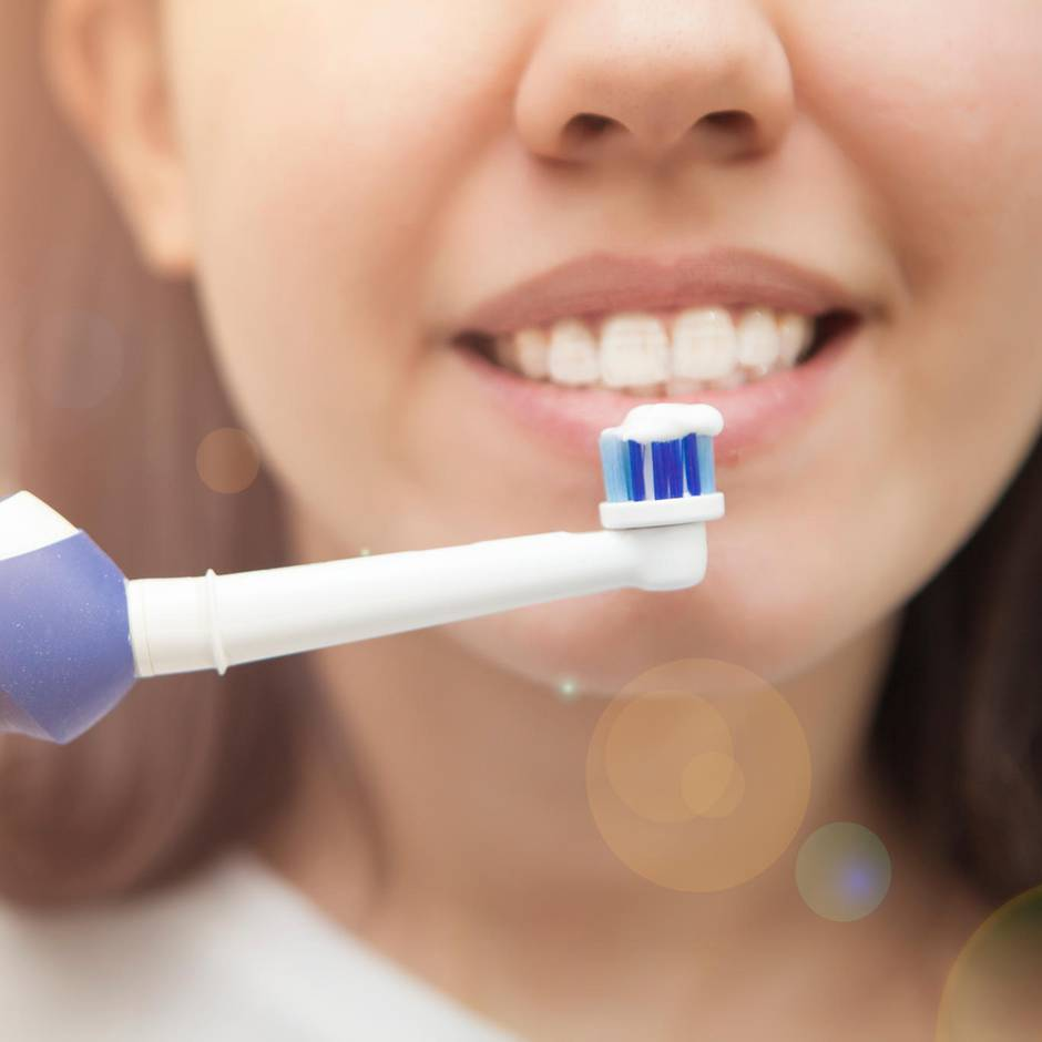 """Gesunde Zähne: Stiftung Warentest prüft elektrische Zahnbürsten: Eine Bürste für acht Euro putzt """"sehr gut"""""""