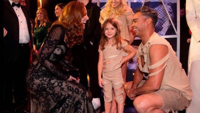 """""""Royal Variety Performance"""": Herzogin Catherine verrät junger Turnerin süßes Detail über Charlotte und George"""