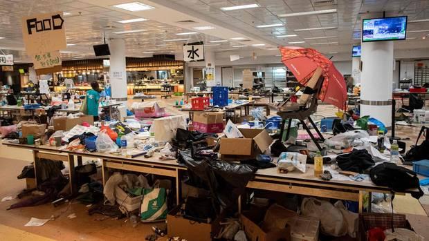 Chaotische Zustände in einer Cafeteria der Hochschule