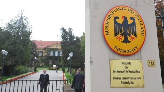 An der deutschen Botschaft in Ankara prangt das Wappen der Bundesrepublik Deutschland