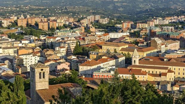 Ausblick vomCastello Monforte auf Campobasso in der RegionMolise, Italien