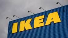 Der Ikea-Schriftzug an einem Möbelhaus