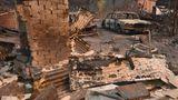 Hier war der Einsatz der Feuerwehrleute vergebens: Von diesem Haus in Old Bar steht nur noch der Kamin und auch der alteJaguar daneben wurde vom Feuer völlig zerstört