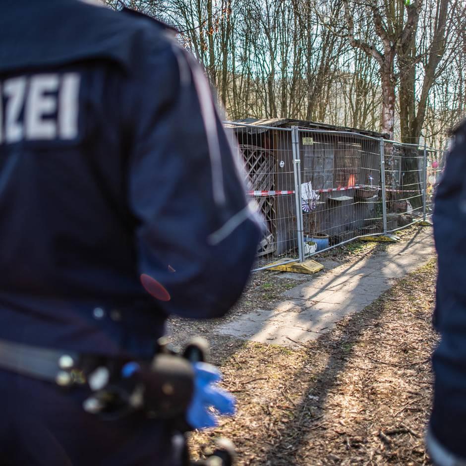 Paderborn: Ermittlungen: Polizeimitarbeiter soll nackte Kinder im Freibad fotografiert haben