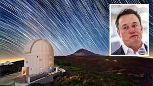Ein Weltraumteleskop vor dem Sternenhimmel. Im kleinen Bild: Elon Musk