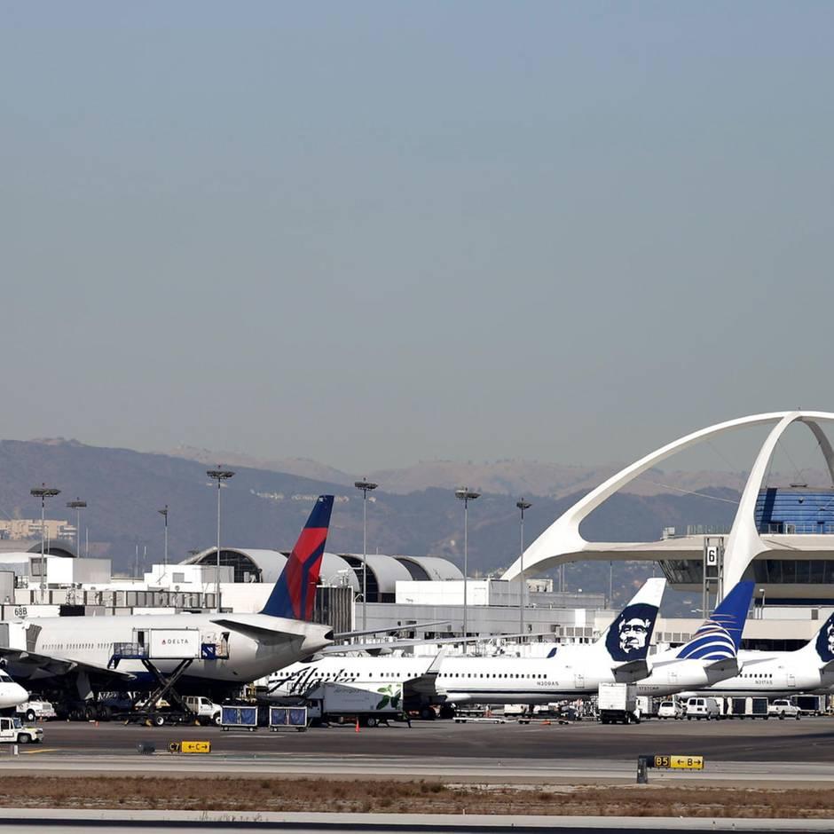 News von heute: Flammen aus Triebwerk zwingen Passagierjet nach Los Angeles zurück