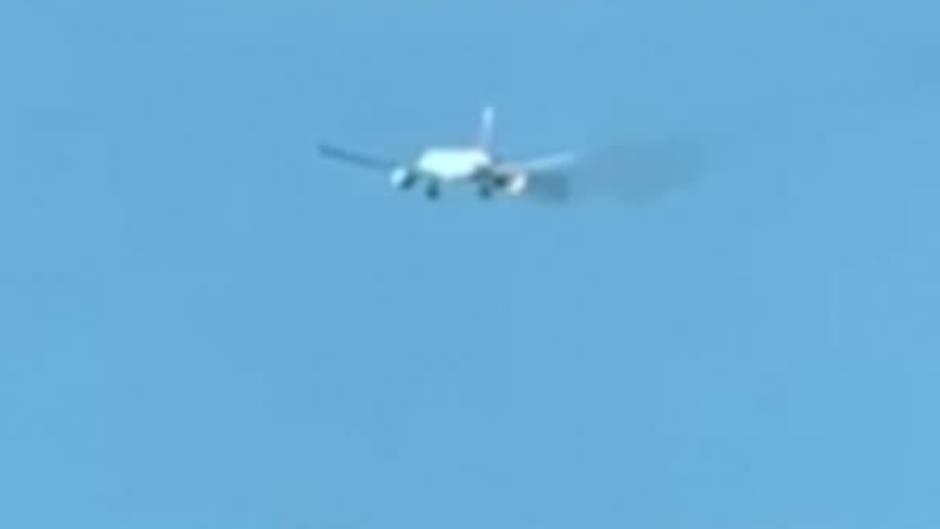 Los Angeles: Feuer im Triebwerk: Boeing 777 muss kurz nach Start notlanden