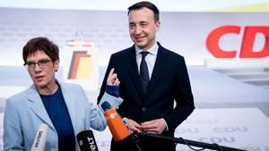 Annegret Kramp-Karrenbauer und Paul Ziemiak vor dem CDU-Parteitag in Leipzig