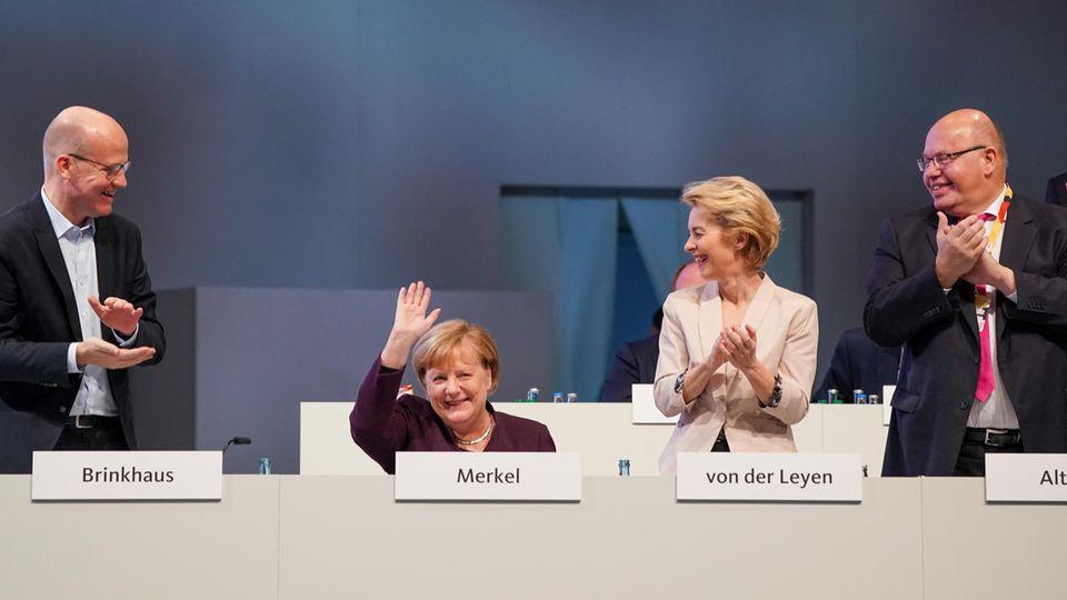 CDU-Parteitag applaudiert Merkel stehend zum Jubiläum