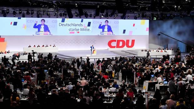 Annegret Kramp-Karrenbauer, Bundesvorsitzende der CDU und Verteidigungsministerin, spricht beim CDU-Bundesparteitag