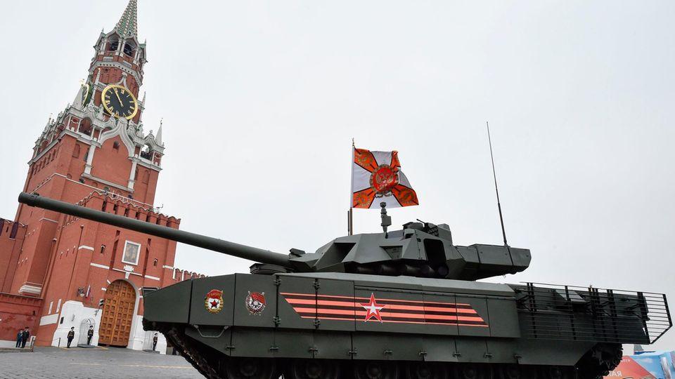 Ein Eprobungsmodell des t-14 Armate auf dem Roten Platz im Mai 2019