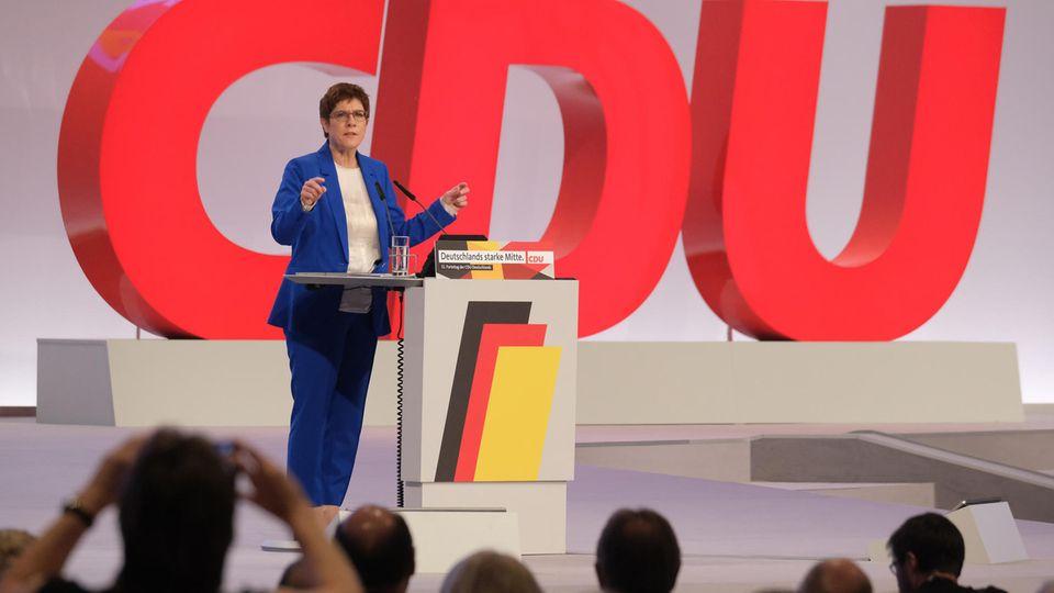 CDU-Parteichefin Annegret Kramp-Karrenbauer spricht beim Bundesparteitag