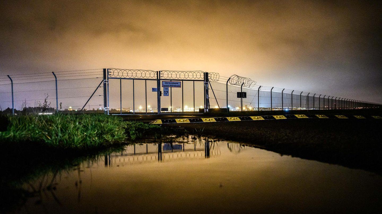 Abendlicher Blick auf den Flughafen Bremen