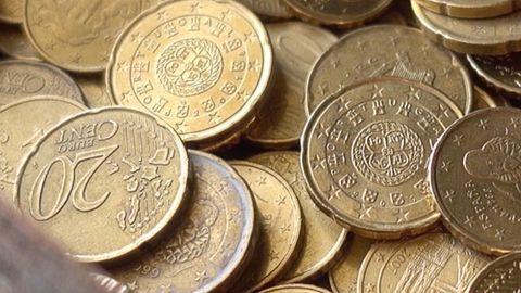 Euro-Münzen in einer Box