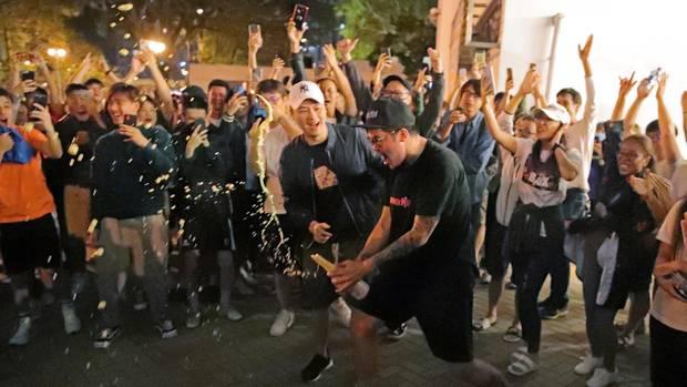 Anhänger der Demokratie-Bewegung feierten in Hongkong den Wahlausgang