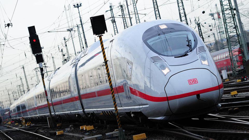 Fahrtzeit und Preis für Bahnkunden wichtiger als Klima - das ergab eine Umfrage desVerkehrsclubs Deutschland