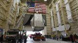 Während der anstehenden Tests wird das Raumschiff extremen Temperaturen ausgesetzt, die das Ein- und Ausfliegen vom Erdschatten im Weltraum entsprechen. Anschließend ist ein elektromagnetischer Interferenz- und Verträglichkeitstest angesetzt. Danach wir die Orion zum Kennedy Space Center zurückgeflogen.