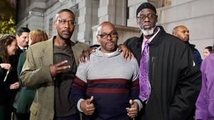 Alfred Chesnut, Andrew Stewart and Ransom Watkins (von links) posieren nach ihrer Freilassung am Montag in Baltimore
