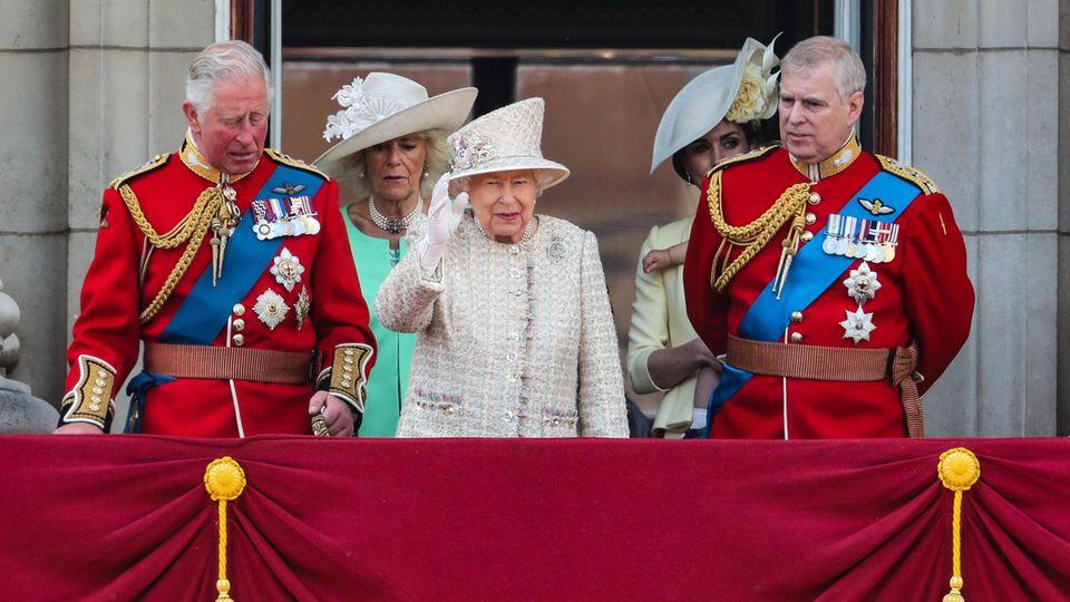 Prinz Charles, Queen Elizabeth II. und Prinz Andrew