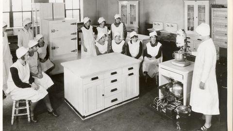 """Das erste Modell der späteren """"Kitchen Aid"""". Das Bild stammt aus dem Jahr 1920."""