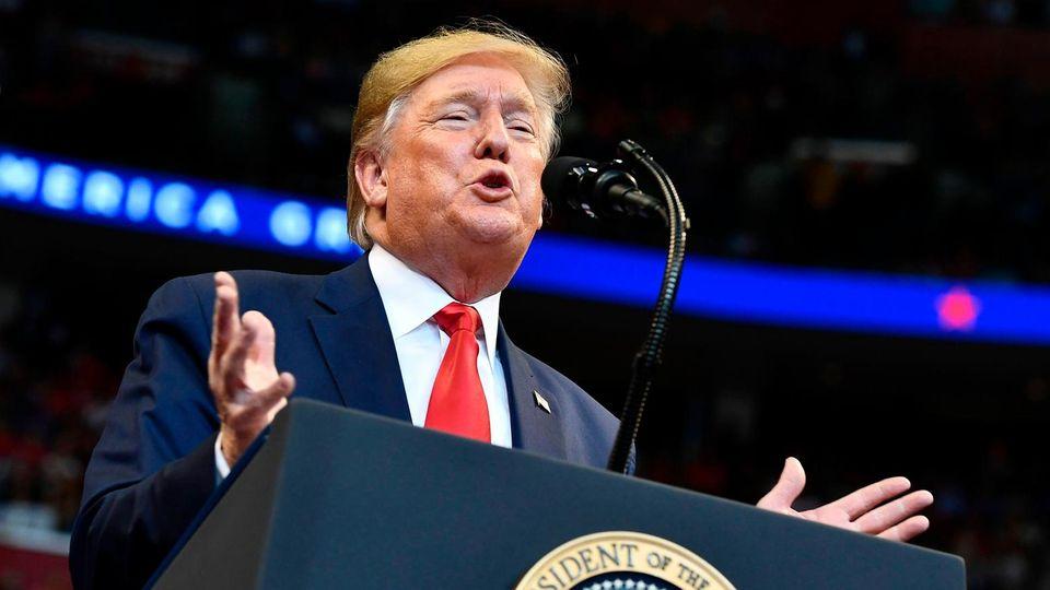 US-Präsident Donald Trump während einer Wahlkampfveranstaltung im BB&T Center in Sunrise, Florida