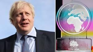 """Eine Eisskulptur mit einer runden Karte von Europa und Afrika steht auf einem Sockel mit dem Schriftzug """"Conservatives"""""""