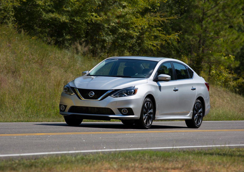 Ein Paar aus Texas schenkte einer Kellnerin einen Nissan Sentra