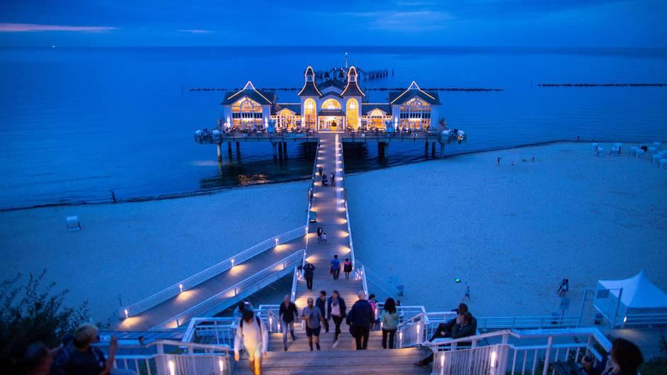 DieSeebrücke von Sellin auf der Insel Rügen:Die Sommerferientermine bis zum Schuljahr 2023/24 stehen fest. Doch welche Termine kommen danach?
