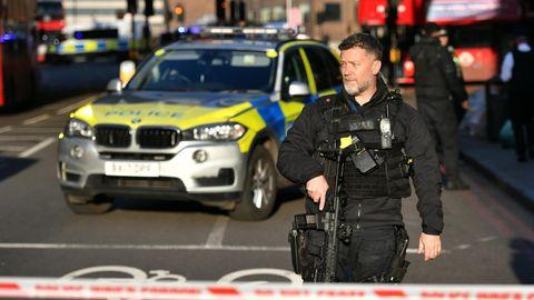 Polizei am Tatort eines Vorfalls auf der London Bridge im Zentrum Londons