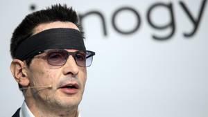 Nach dem Säureanschlag: Innogy-Vorstand Bernhard Günther bei einer Pressekonferenz