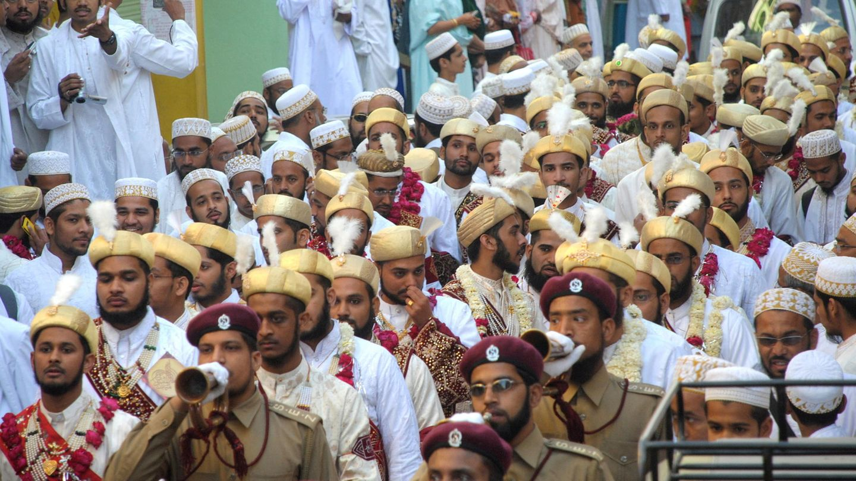Eine Baraat-Prozession ist in Indien Hochzeits-Tradition