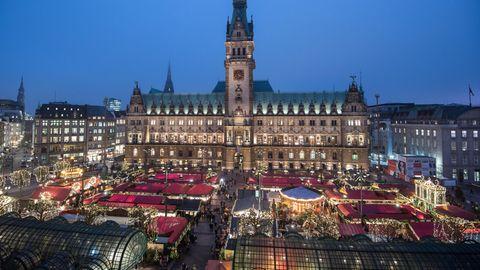 Weihnachtsmarkt am Hamburger Rathaus