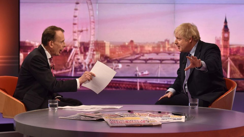 Boris Johnson (r.), britischer Premierminister, in der BBC-Talkshow mit Andrew Marr