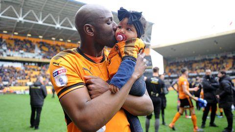 Benik Afobe und seine Tochter Amora