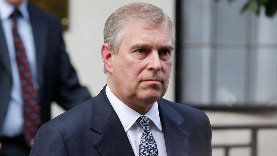 Der britische Prinz Andrew verlässt das King Edward VII Krankenhaus