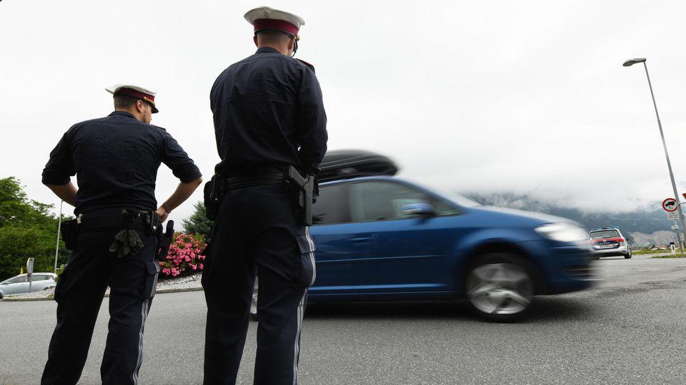 Fahren ohne Führerschein: Rentner fliegt bei Polizeikontrolle auf