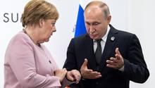 Angela Merkel und Wladimir Putin im Juni beim G20-Gipfel in Osaka. Bei ihrem kommendenTreffen am Montag beim Ukraine-Gipfel dürfte die aktuelle diplomatischeKrise ein wichtiges Thema sein.