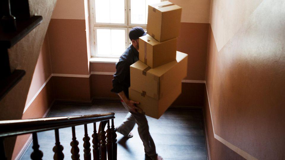 Man sollte beim Annehmen von Paketen für Fremde eine gesunde Skepsis haben.
