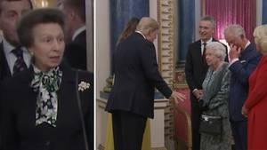 Queen Elisabeth die Zweite begrüßt US-Präsident Donald Trump und First Lady Melania Trump.